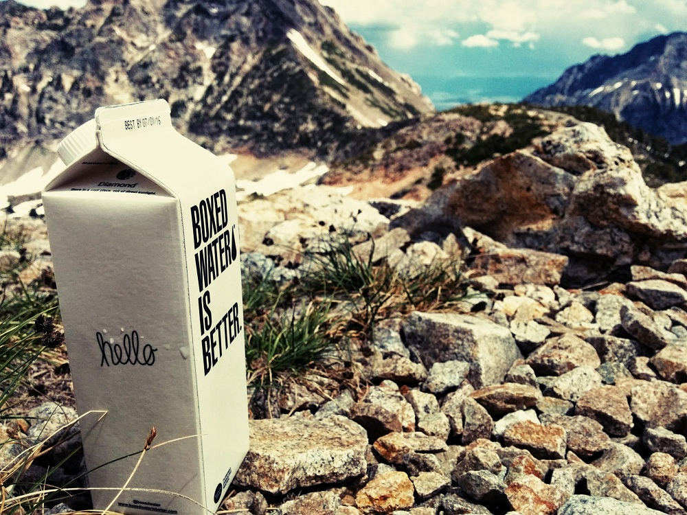 Box of water outside - Outdoor product photography