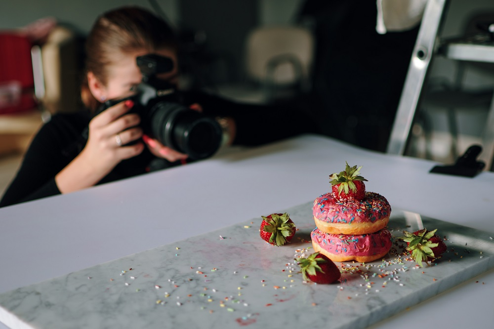 Photographer photographing food - eCommerce overview