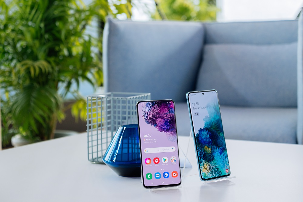 iphones on a table - eCommerce overview