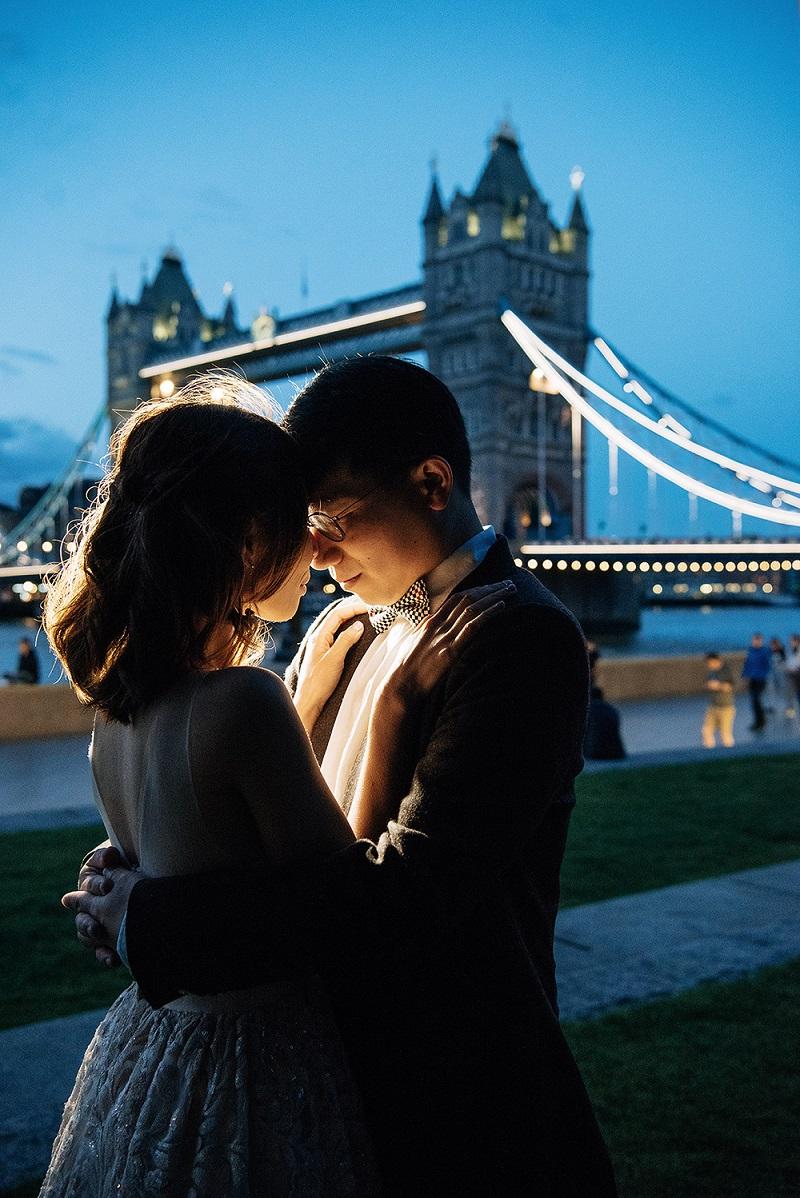 Romantic couple near Tower Bridge