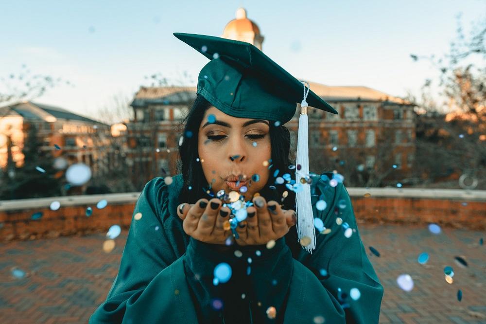 Graduation photo hints